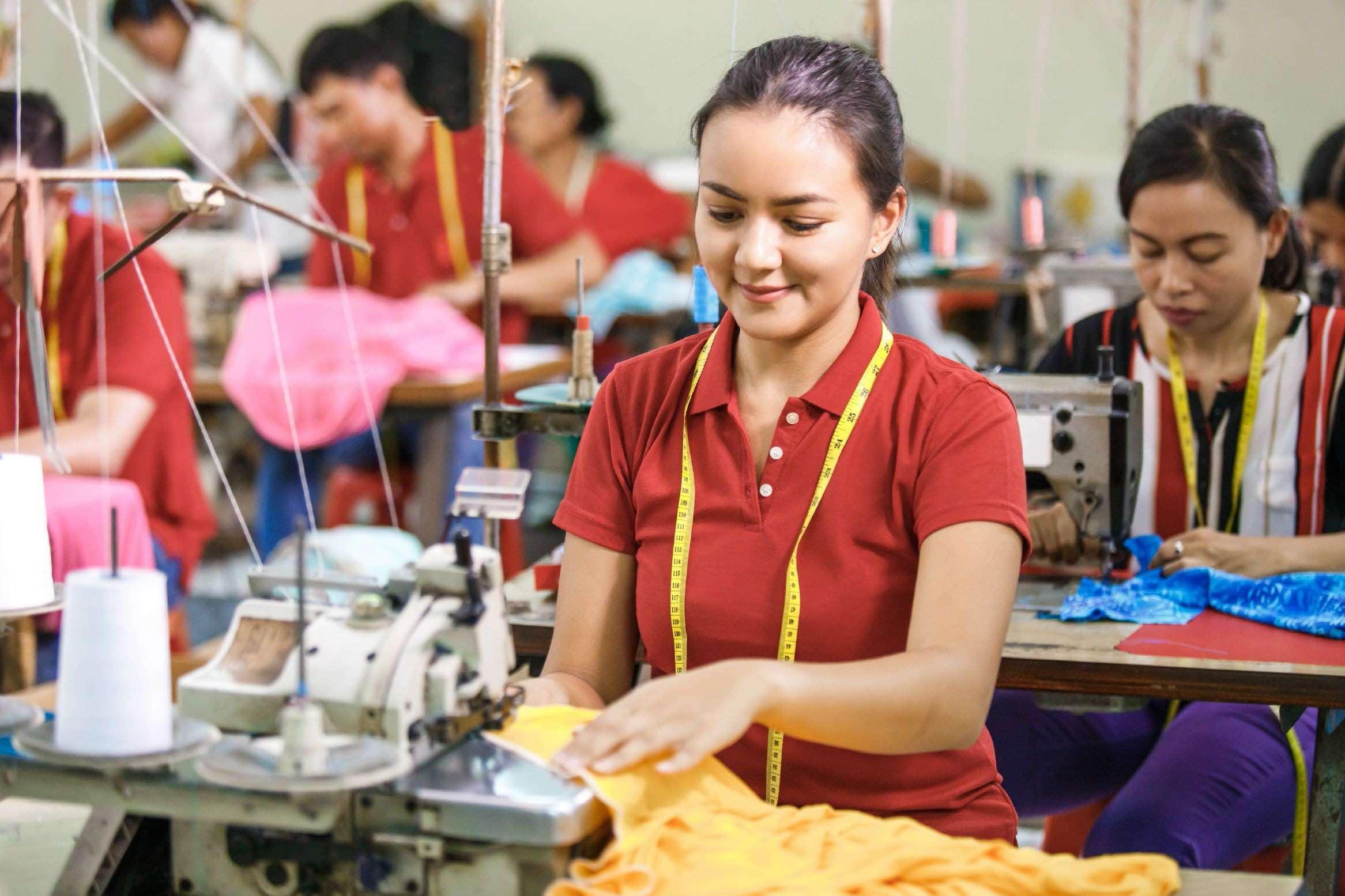 Quý I/2021, lao động nữ có việc làm phi chính thức tăng